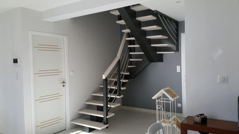 Escalier noir et blanc - ABEG